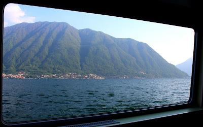 Recorrer en barco el lago de Como