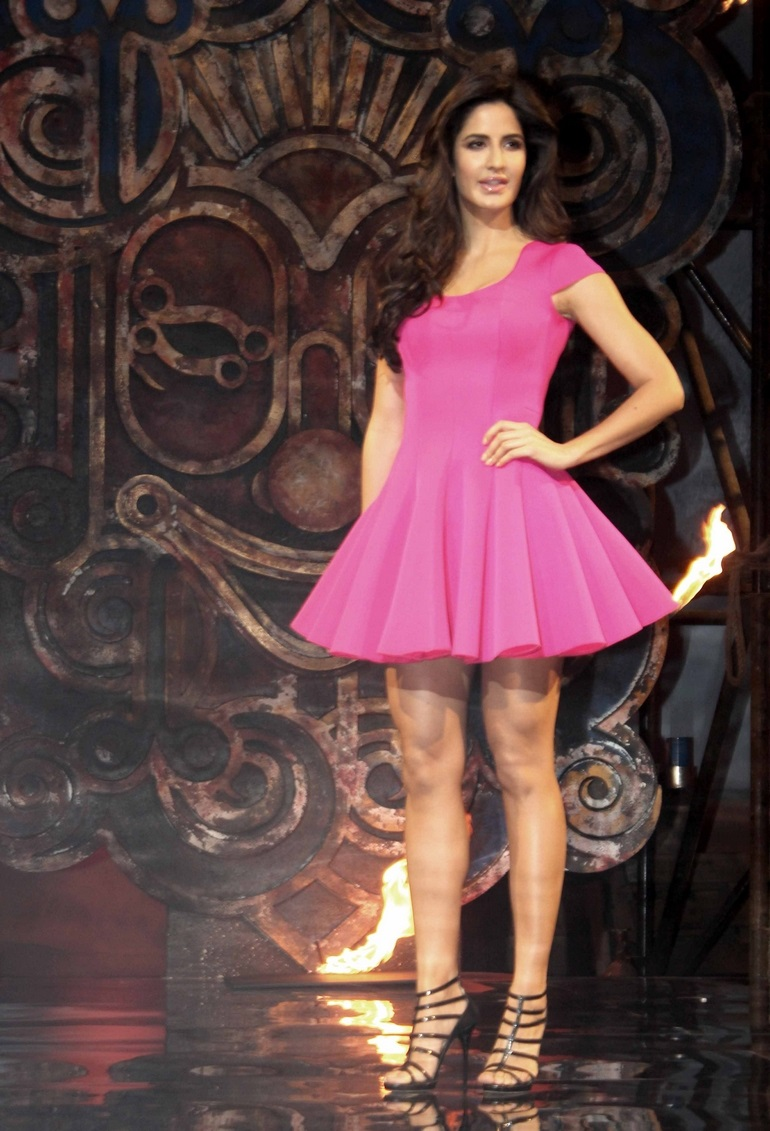 Bollywood Actress Katrina Kaif Hot Legs Thigh Show In Short Pink Frock