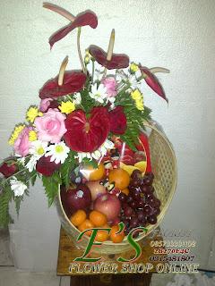 rangkaian bunga buah untuk hari raya