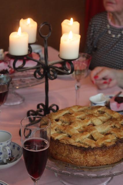 Apple Pie und eine witzige Geschichte | https://kuechenliebelei.blogspot.com/2017/09/new-york-apple-pie-mit-cranberries.html
