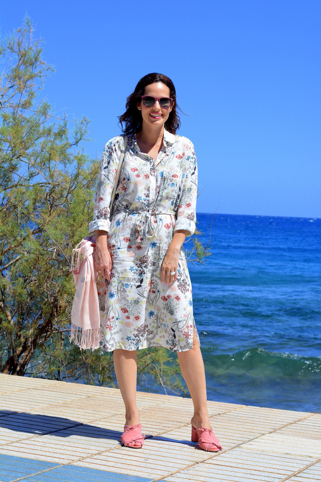 flowers-and-shirt-dress-outfit