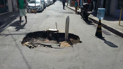 Cratera deixa rua da Vila Matos intransitável