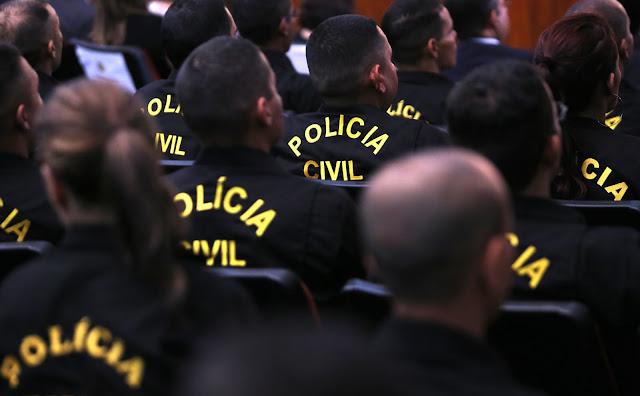 Policiais civis comemoram aumento salarial concedido pelo governo