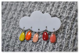 broche nuage et gouttes couleurs chaudes