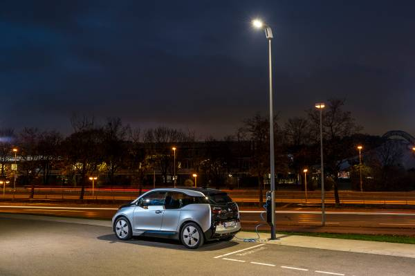 Bmw Wants To Put An Ev Charging Station In Every Street Light