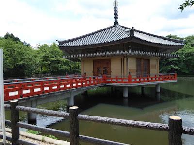 安倍文殊院の境内 文殊池 仲麻呂堂 (金閣浮御堂)
