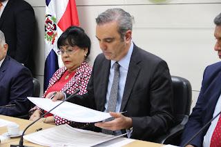Convergencia y el PRM firman un compromiso de responsabilidad