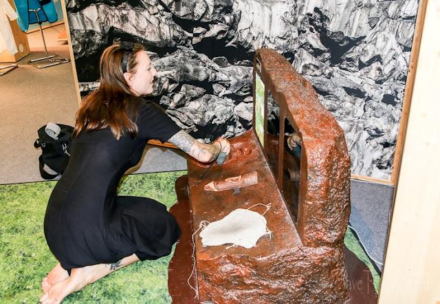 Mitmach-Ausstellung Total Genial Faustkeil