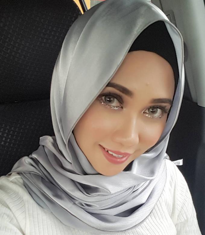 Gambar Seksi Pelakon Malaysia Falisha Crossley