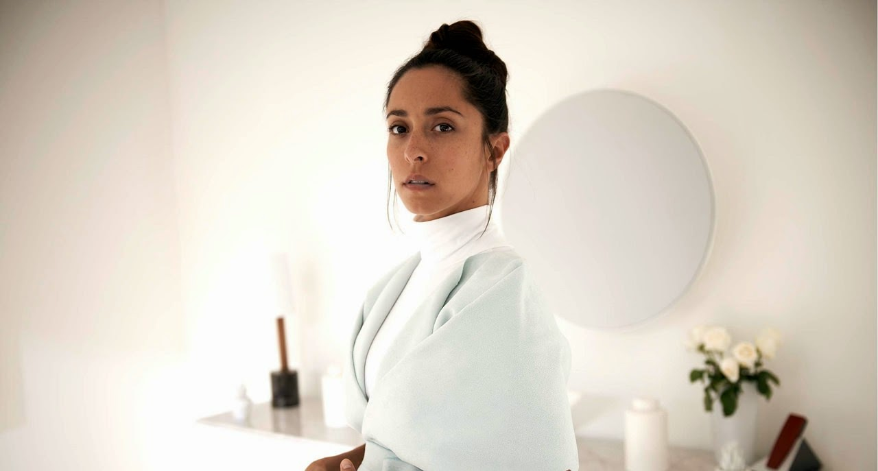 black mirror-white christmas-oona chaplin