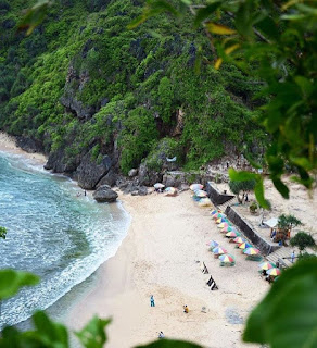 gunungkidul menawarkan banyak pantai eksotis khususnya nguyahan ini