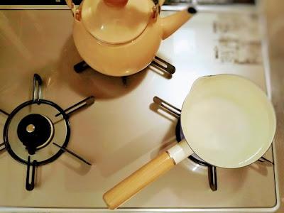 コンロとヤカンと鍋