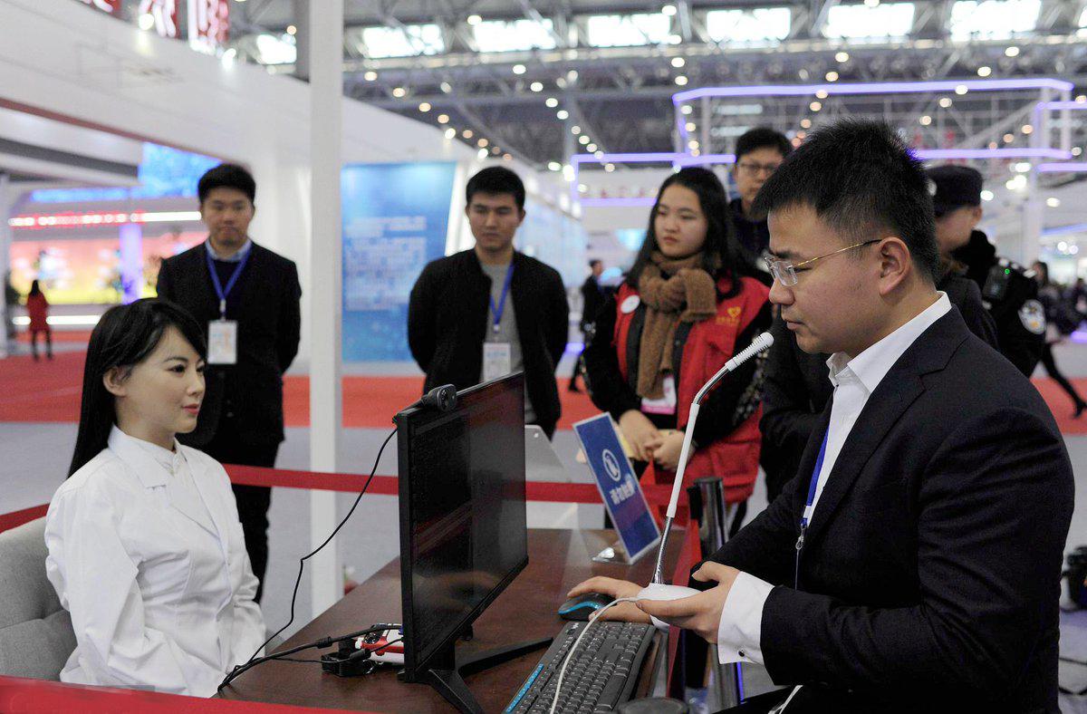 robot Yi Jia đang trình diễn