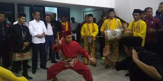 Kampanye di GOR Ciracas Jaktim, Jokowi Disambut Palang Pintu