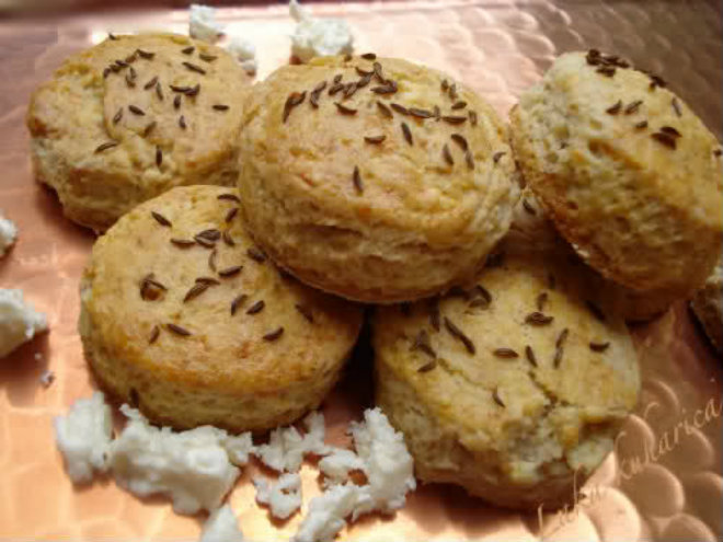 Sour cream and feta biscuits by Laka kuharica: scrumptious, cheesy biscuits are very easy to make.