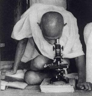 विज्ञान के नहीं बल्कि तकनीक पर मनुष्य की जरूरत से ज्यादा निर्भरता के विरोधी थे
