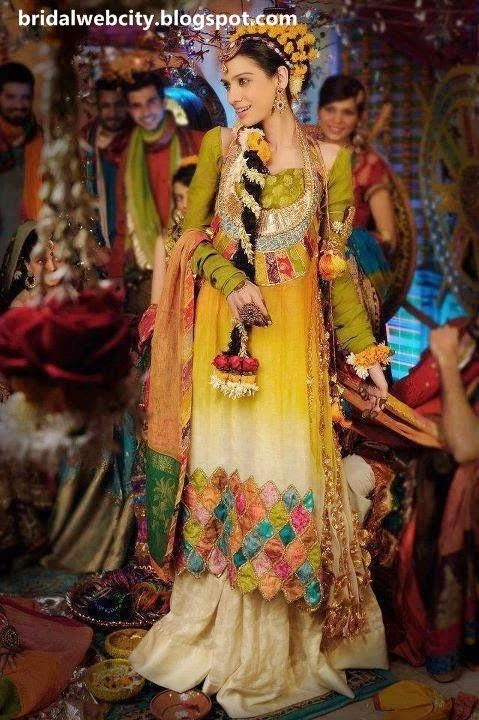 Cute Latest Bridal Mehndi Dresses & Jewelry