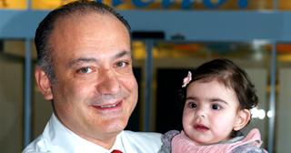 Αυξέντιος Καλαγκός: Ο Έλληνας καρδιοχειρουργός που έχει σώσει αφιλοκερδώς, πάνω από 15.000 παιδάκια