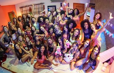 Bailarinas do 'Domingão' comemoram fim de ano com festa do pijama