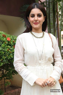 Isha Talwar Photos at Meendum Oru Kadhal Kadhai Pressmeet