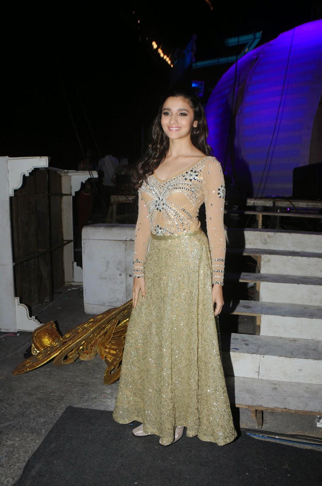 Alia Bhatt In Bikini, Alia Bhatt Hot,Alia Bhatt Wallpapers-4928