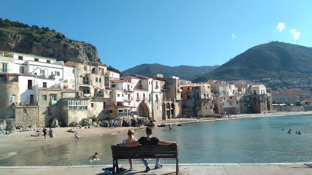 Cefalu widok na zatokę, plażę i miasto