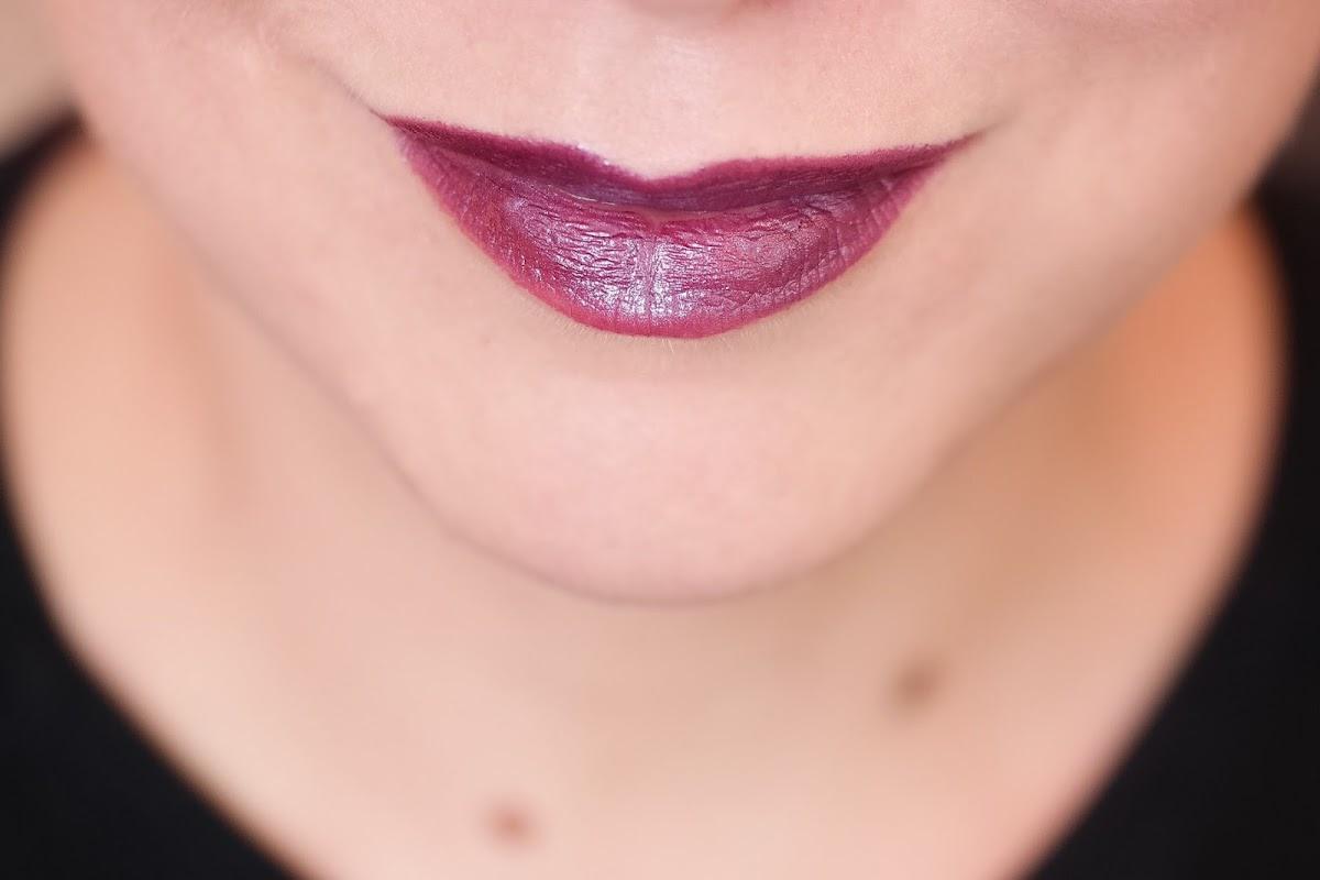 lila metallic Lippenstift
