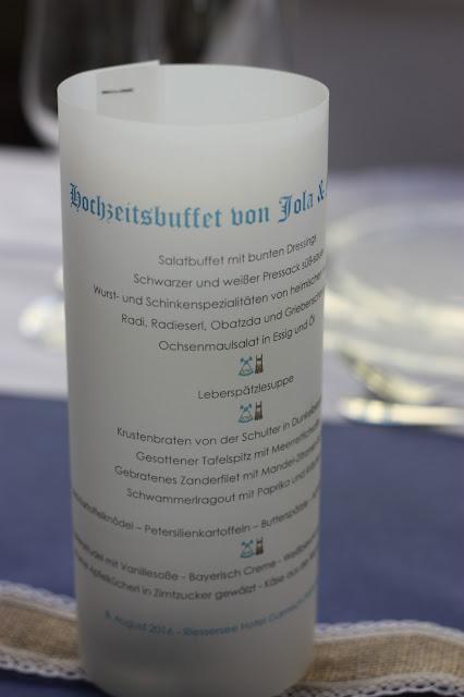 Menükarten auf seidenpapier, bayerisch, Bunte Wiesenblumen-Hochzeit im August, Riessersee Hotel Garmisch-Partenkirchen, Bayern, Hochzeitslocation, Wedding in Bavaria, wild flowers wedding scheme