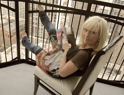 blonde-balcony-hellolovely-magazine-city