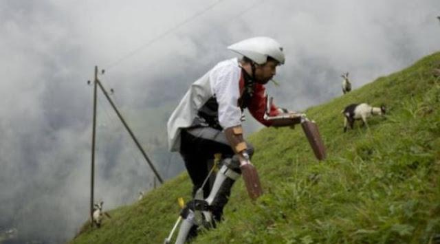 Pria Ini Mencoba Hidup Layaknya Kambing di Pegunungan