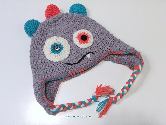 Con hilos, lanas y botones: DIY Gorro crochet monstruo paso a paso (patrón gratis)
