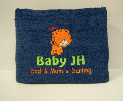 Blue bath towel with Leo cartoon