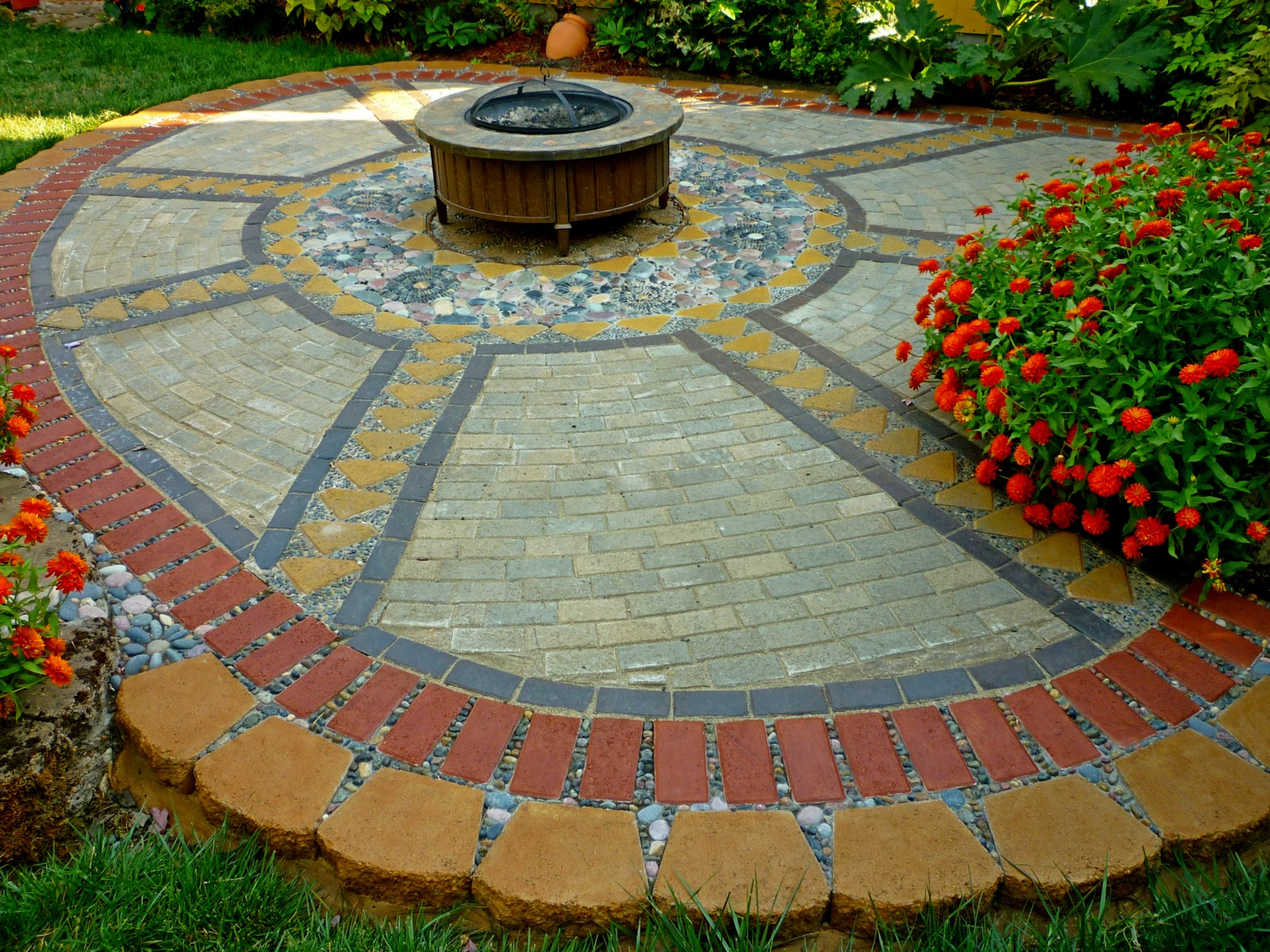 Making Paver And Pebble Mosaic Patio on lowes landscape patio pavers