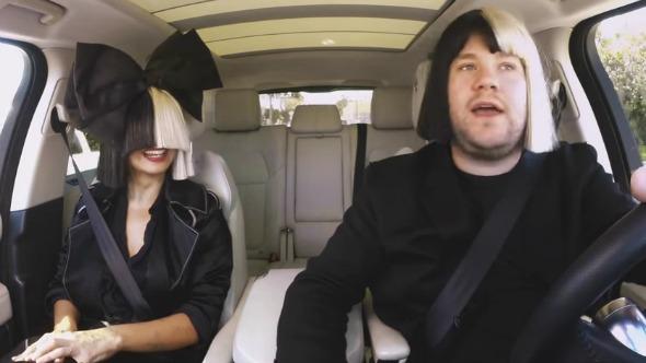 """Sia participa en el """"Carpool Karaoke"""" con James Corden."""
