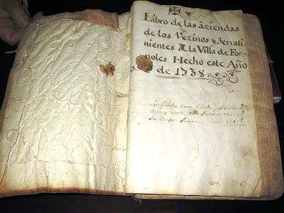 Libro de las Aziendas de los vezinos y terratenientes de la villa de Fórnoles hecho este año 1738