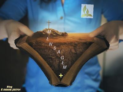 Imagem da PALAVRA de DEUS Aberta lembrando o Sacrifício Expiatório de CRISTO por toda humanidade