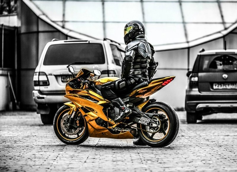 Sportbike Yamaha R6 Gold Chrome Batman 005
