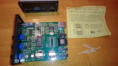 OH2DD - USB Signalink ulkoinen äänikortti avattuna jumpperijohtojen asentamista varten