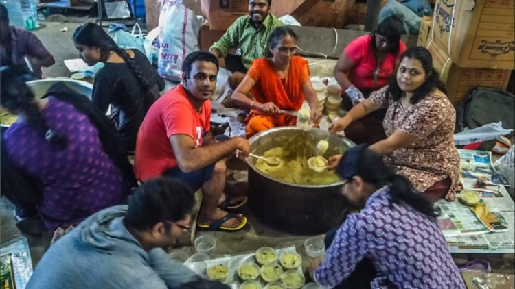 During the Chennai floods, Santosh Muruganatha worked without sleep for 90 hours, cooking 1,70,000 packets of food for the affected.