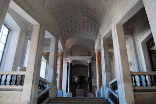 entrée de la galerie après avoir emprunté l'escalier princip