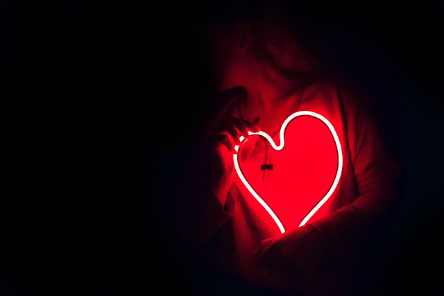 Kırmızı Neon Kalp