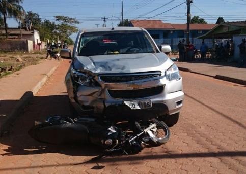 Motociclista não obedece a ordem de parada da polícia, foge, sofre acidente e morre no hospital