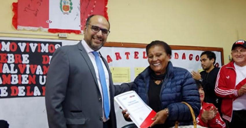 Doña «Peta» pide a maestros que no dejen sin clases a los alumnos