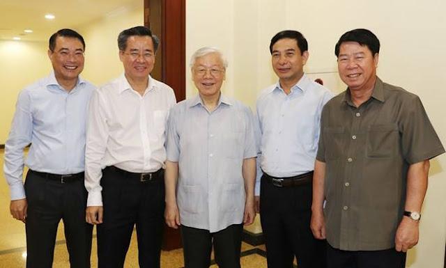 Tổng bí thư Nguyễn Phú Trọng và các đại biểu dự Hội nghị Trung ương 8