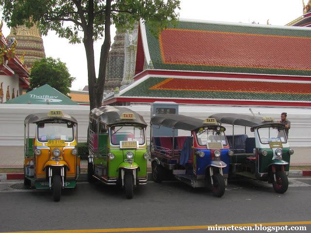 Старый Бангкок, тук-туки у храмов Ват Пхо