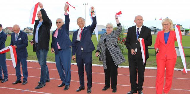przecięcie wstęgi i oddanie do użytku stadionu w Redzie, woj. pomorskie