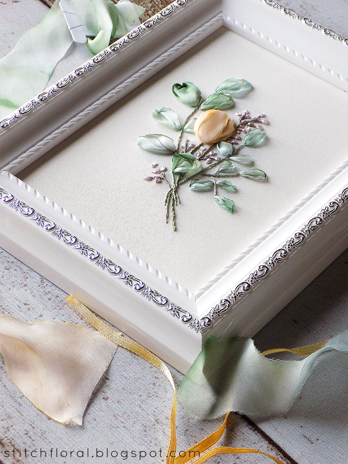 How to frame hand embroidery: tutorial - Stitch Floral