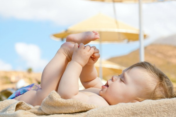 Tắm nắng cho trẻ sơ sinh và những lợi ích quan trọng