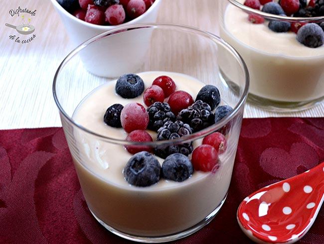 chupito de chocolate blanco con frutos rojos (postre fácil)
