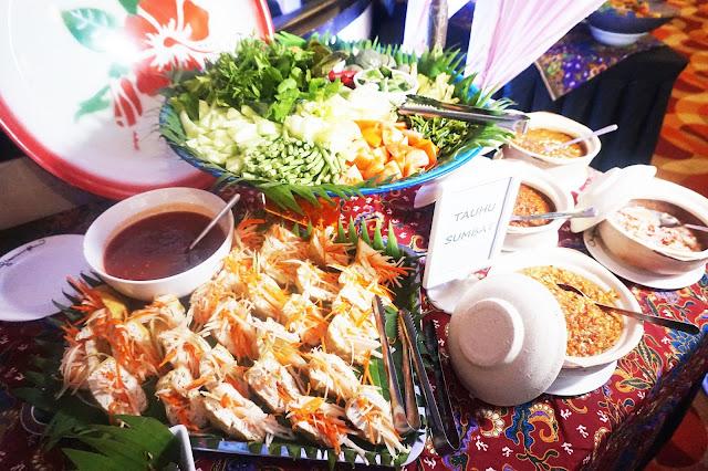 menara kuala lumpur buffet; menara kuala lumpur dinner; menara kuala lumpur ramadhan buffet; ramadan buffet kl; kl tower ramadan buffet; kl tower buffet; restoran rebung buffet; chef ismail kl tower; menara kuala lumpur; chef ismail